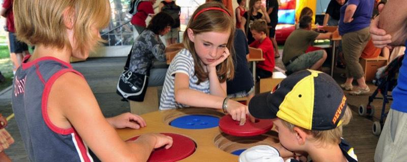 Kinder beim Erleben. Mathematikum bei 3 Tage Marburg.